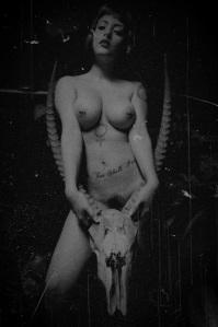 satanicwomangoatskull2